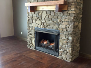 Deluxe Mountain Home Fireplace